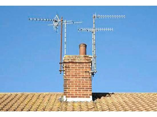 Aerial mounted to chimney